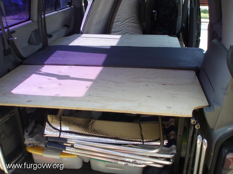 Cama sencilla y pr ctica vw t4 caravelle for Colchon cama sencilla