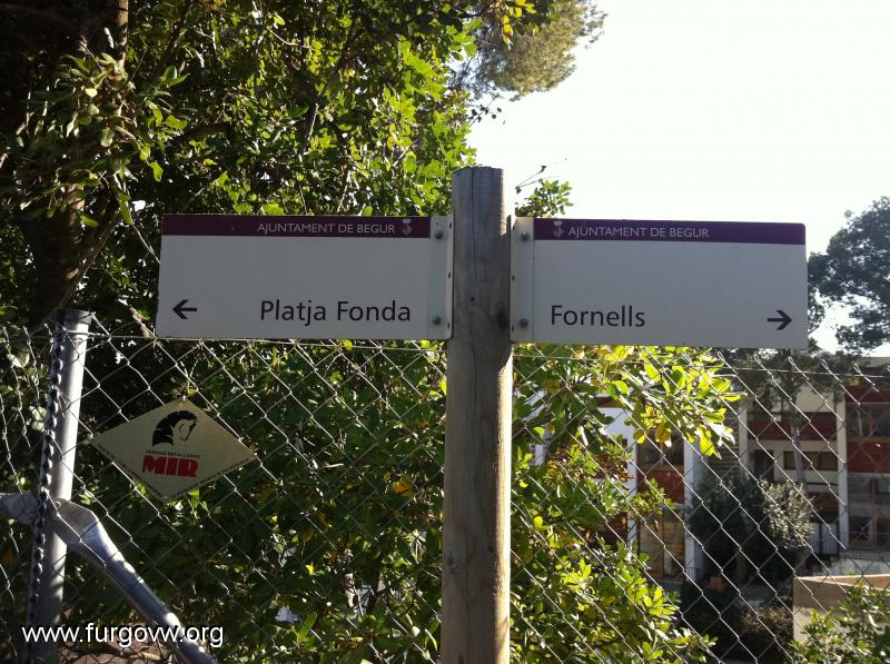 Gerona furgoperfecto calas de fornells begur for Piscina natural begur