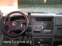 Interior de la furgo con su GPS
