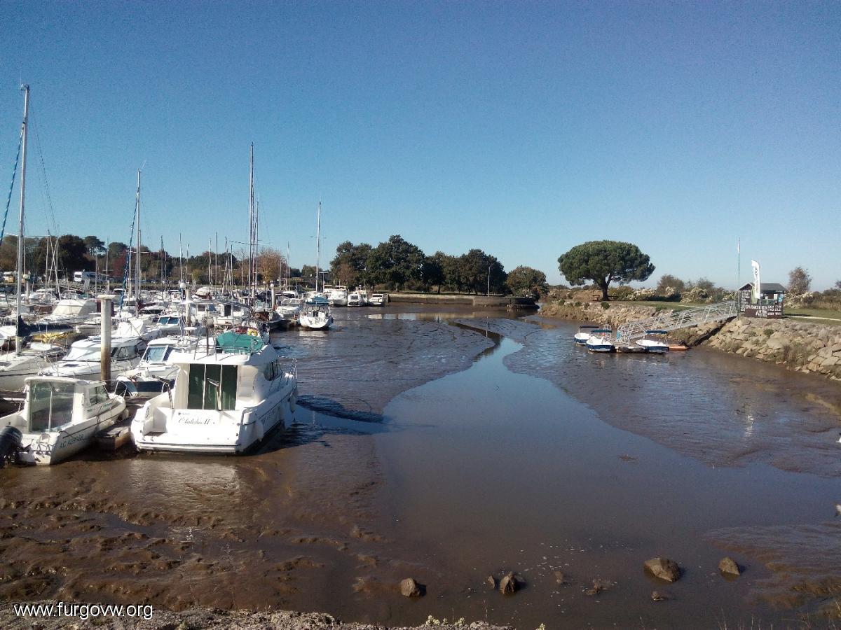 Aire De Camping Car  Le Teich
