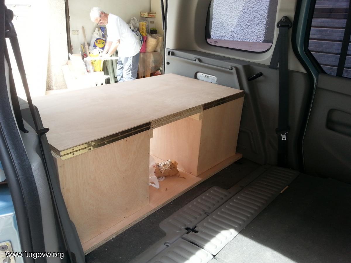mesa y de la cama, aparte de los triangulos y otras cosas del coche