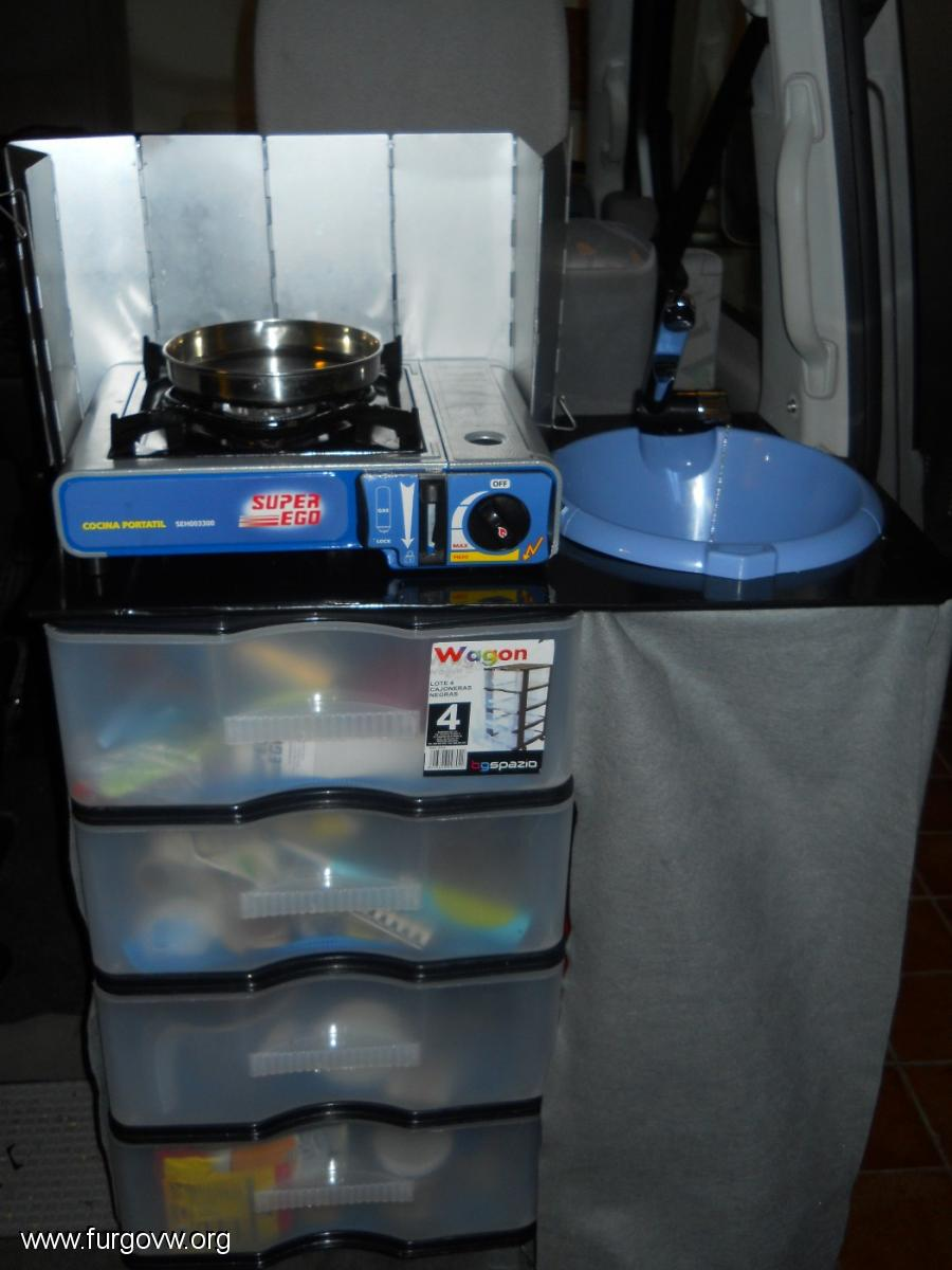 Mueble anticrisis de cocina con cajones y fregadero - Grifos de cocina de pared ...