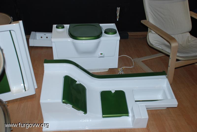 Vendo cuarto de baño completo con wc químico. Nuevo precio:300€